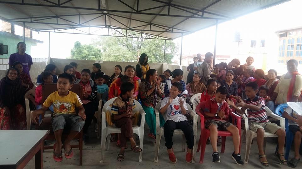 Chandragirinews 19113718_2326147590943077_3990985364563739688_n बालबालिकालार्इ शैक्षिक सामाग्री वितरण नगरपालिका महादेव स्थान शिक्षा समाज    chandragiri
