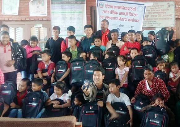 Chandragirinews 19145779_2326148407609662_2793249951012677270_n बालबालिकालार्इ शैक्षिक सामाग्री वितरण नगरपालिका महादेव स्थान शिक्षा समाज    chandragiri