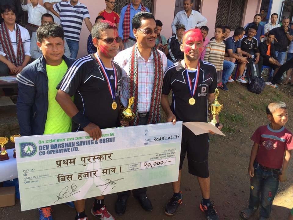 Chandragirinews 19489395_1715749941786731_301660462_n दोश्रो देवदर्शन कप ब्याडमिण्टनकको उपाधी पुष्ष खड्का र पवन अधिकारीको जोडीलार्इ, राजन पोखरेल उत्कृष्ठ खेलाडी खेलकुद नगरपालिका बैक / सहकारी संस्था ब्रेकिंग न्युज मुख्य वडा    chandragiri