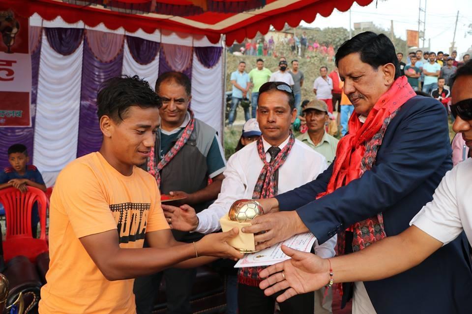 Chandragirinews naikap-gold-cup-final-2074-4 दोश्रो संस्करणको नैकाप गोल्डकप २०७४ - च.न.पा.१५ ढुंगेअड्डा युनेश्कोले ट्रफी सहित नगद रु.२,२५,०००!- हात पार्यो खेलकुद नैकाप नयाँ भन्ज्यांग नैकाप पुरानो भन्ज्यांग ब्रेकिंग न्युज मुख्य    chandragiri