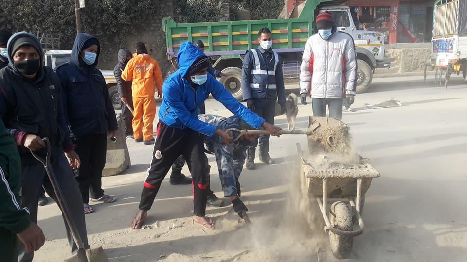 Chandragirinews -3 बार्डभन्ज्याङमा सरसफाइ अभियान सुरु नगरपालिका बाद भन्ज्यांग वडा समाज    chandragiri