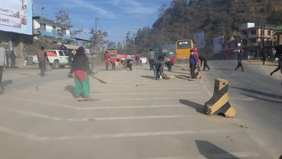 Chandragirinews -4 बार्डभन्ज्याङमा सरसफाइ अभियान सुरु नगरपालिका बाद भन्ज्यांग वडा समाज    chandragiri