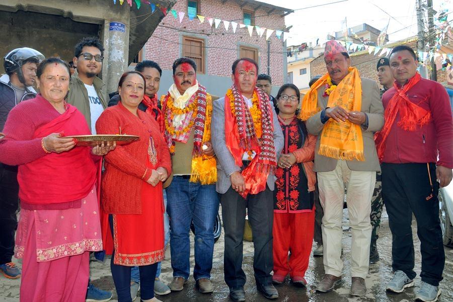 Chandragirinews rajendra-kc-chandragirinews-18 काठमाण्डाै क्षेत्र नं. १० प्रतिनिधिसभा मा विजय नेपाली काँग्रेसका उमेद्वार राजन केसी र प्रदेशसभा १० 'क' मा विजय उमेद्वार पुकार महर्जन तथा समर्थकहरू । किसीपिँडी तीनथाना थानकोट दहचोक नगरपालिका निर्वाचन नैकाप नयाँ भन्ज्यांग नैकाप पुरानो भन्ज्यांग बलम्बु बाद भन्ज्यांग बोसिंगाउँ ब्रेकिंग न्युज मछेगाउँ महादेव स्थान मातातिर्थ राजनीति लंकोट वडा सतुंगल    chandragiri