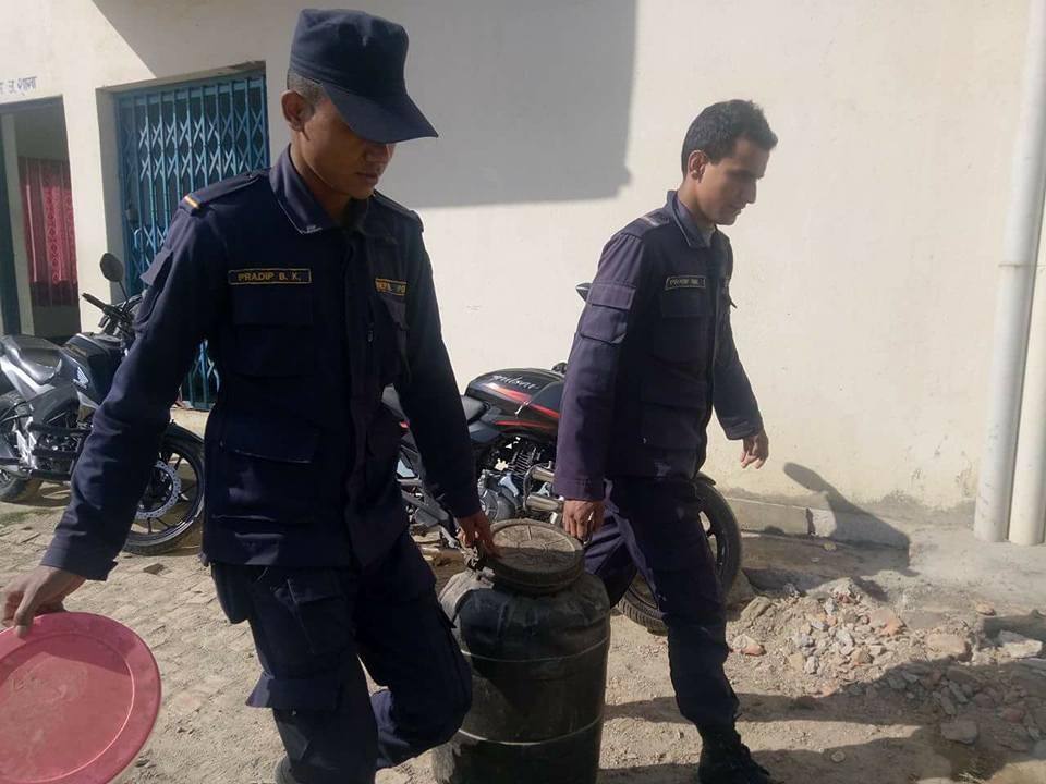 Chandragirinews satungal-police-alcohol १२ सय लिटर घरेलु मदिरा नष्ट अपराध ब्रेकिंग न्युज मुख्य सतुंगल    chandragiri