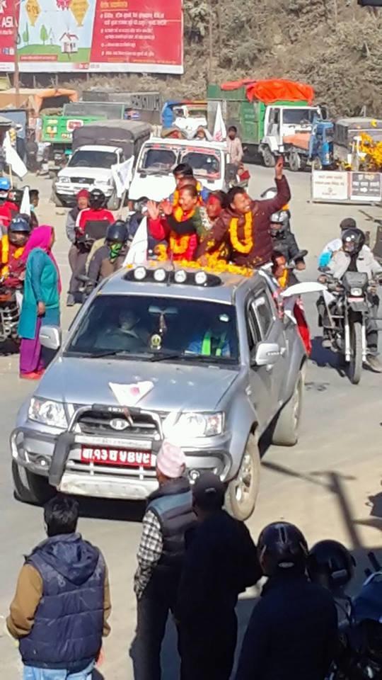 Chandragirinews uml-2 काठमाण्डाै क्षेत्र नं. १० प्रदेश ख मा विजयी  बाम गठबन्धनकी उम्मेदवार रमा अालेमगर तथा समर्थकहरू । किसीपिँडी तीनथाना थानकोट दहचोक नैकाप नयाँ भन्ज्यांग नैकाप पुरानो भन्ज्यांग बलम्बु बाद भन्ज्यांग बोसिंगाउँ मछेगाउँ महादेव स्थान मातातिर्थ मुख्य राजनीति लंकोट सतुंगल    chandragiri, chandragiri news, chandragiri hills, chandragiri cabel car, thankot, satungal, naikap, balambu, matatirtha