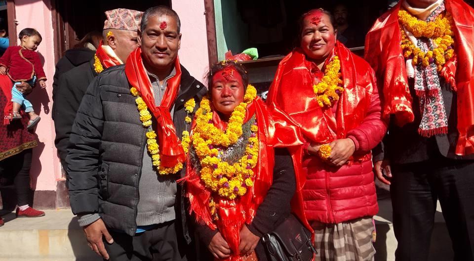 Chandragirinews uml-20 काठमाण्डाै क्षेत्र नं. १० प्रदेश ख मा विजयी  बाम गठबन्धनकी उम्मेदवार रमा अालेमगर तथा समर्थकहरू । किसीपिँडी तीनथाना थानकोट दहचोक नैकाप नयाँ भन्ज्यांग नैकाप पुरानो भन्ज्यांग बलम्बु बाद भन्ज्यांग बोसिंगाउँ मछेगाउँ महादेव स्थान मातातिर्थ मुख्य राजनीति लंकोट सतुंगल    chandragiri, chandragiri news, chandragiri hills, chandragiri cabel car, thankot, satungal, naikap, balambu, matatirtha