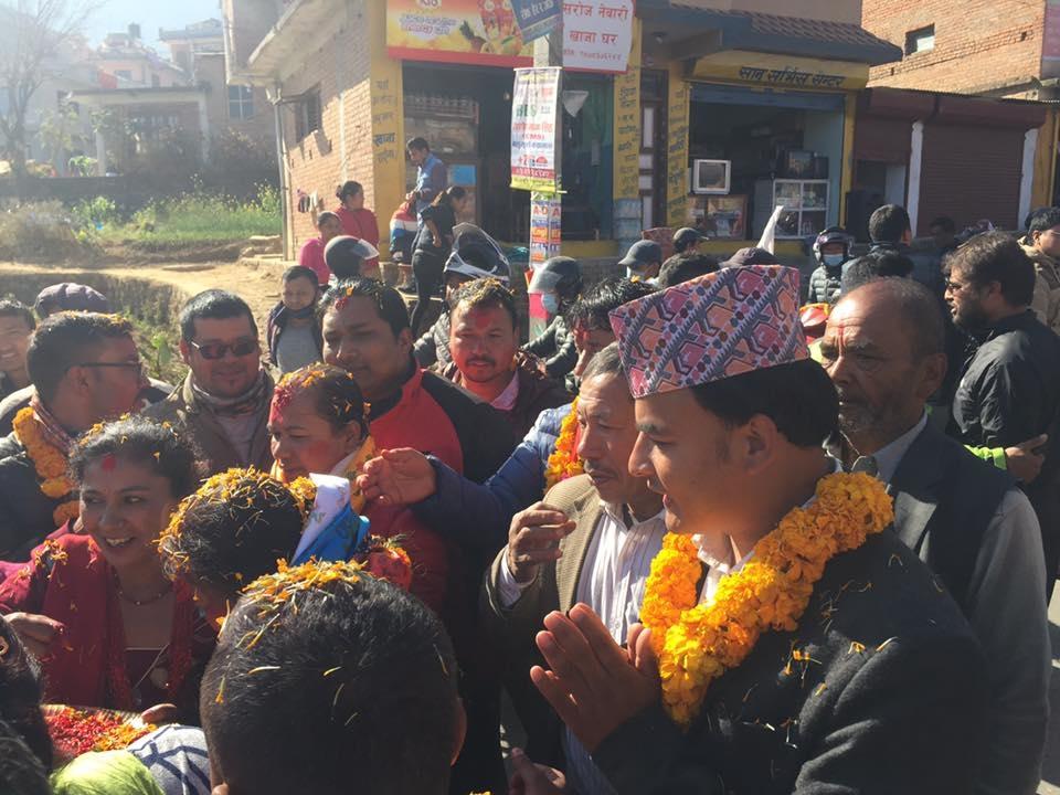 Chandragirinews uml-8 काठमाण्डाै क्षेत्र नं. १० प्रदेश ख मा विजयी  बाम गठबन्धनकी उम्मेदवार रमा अालेमगर तथा समर्थकहरू । किसीपिँडी तीनथाना थानकोट दहचोक नैकाप नयाँ भन्ज्यांग नैकाप पुरानो भन्ज्यांग बलम्बु बाद भन्ज्यांग बोसिंगाउँ मछेगाउँ महादेव स्थान मातातिर्थ मुख्य राजनीति लंकोट सतुंगल    chandragiri, chandragiri news, chandragiri hills, chandragiri cabel car, thankot, satungal, naikap, balambu, matatirtha