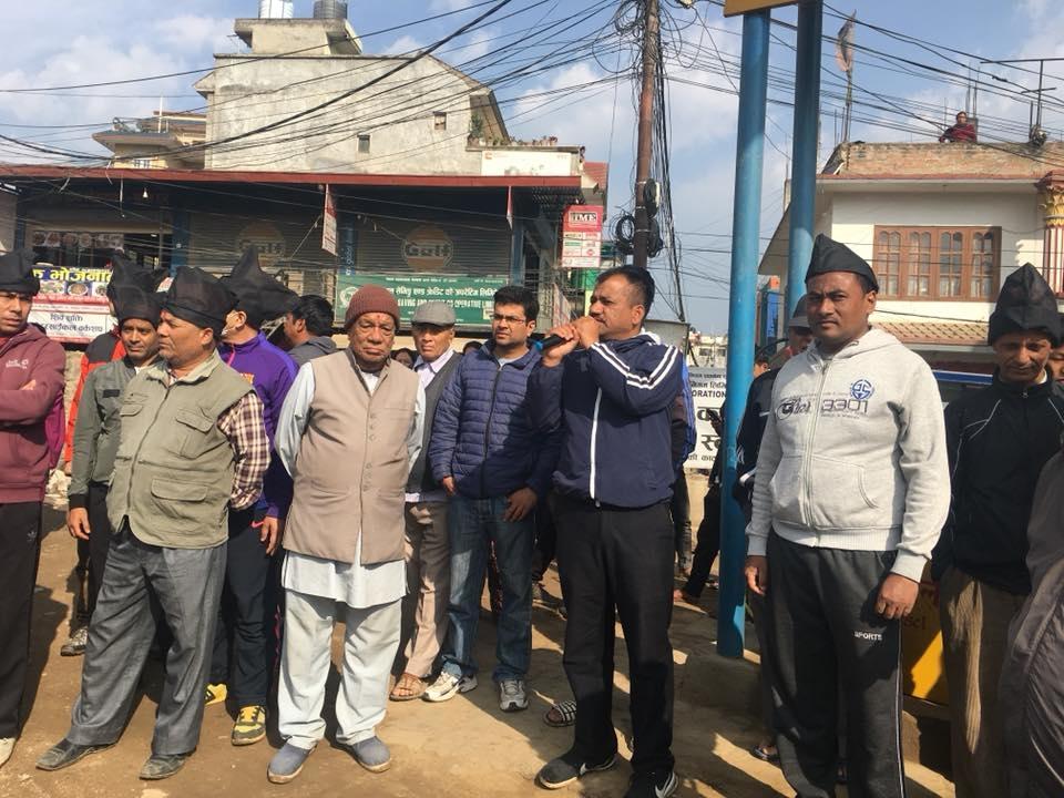 """Chandragirinews protest1 """"सडकको धुलो बिरुद्ध नागरिक प्रदशन"""" तीनथाना नगरपालिका मुख्य राजनीति राष्ट्रिय वडा समाज    chandragiri"""