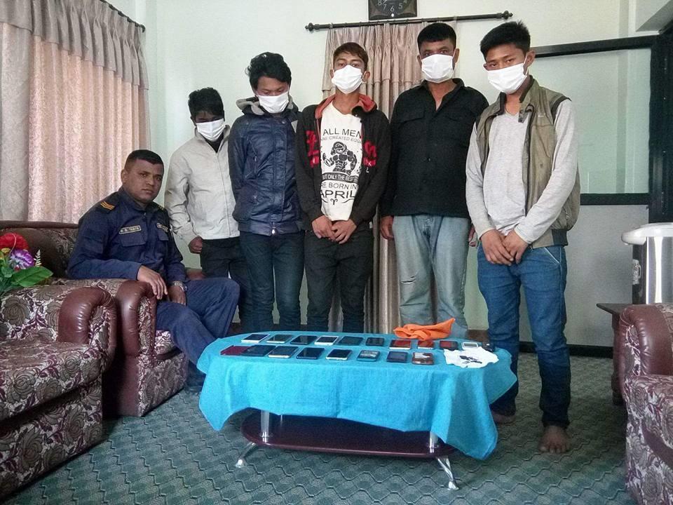 Chandragirinews crimeat-satungal सतुंगलस्थित मोबाईल चोरी गर्ने र पकेट मार्ने गिरोह पक्राउ अपराध    chandragiri