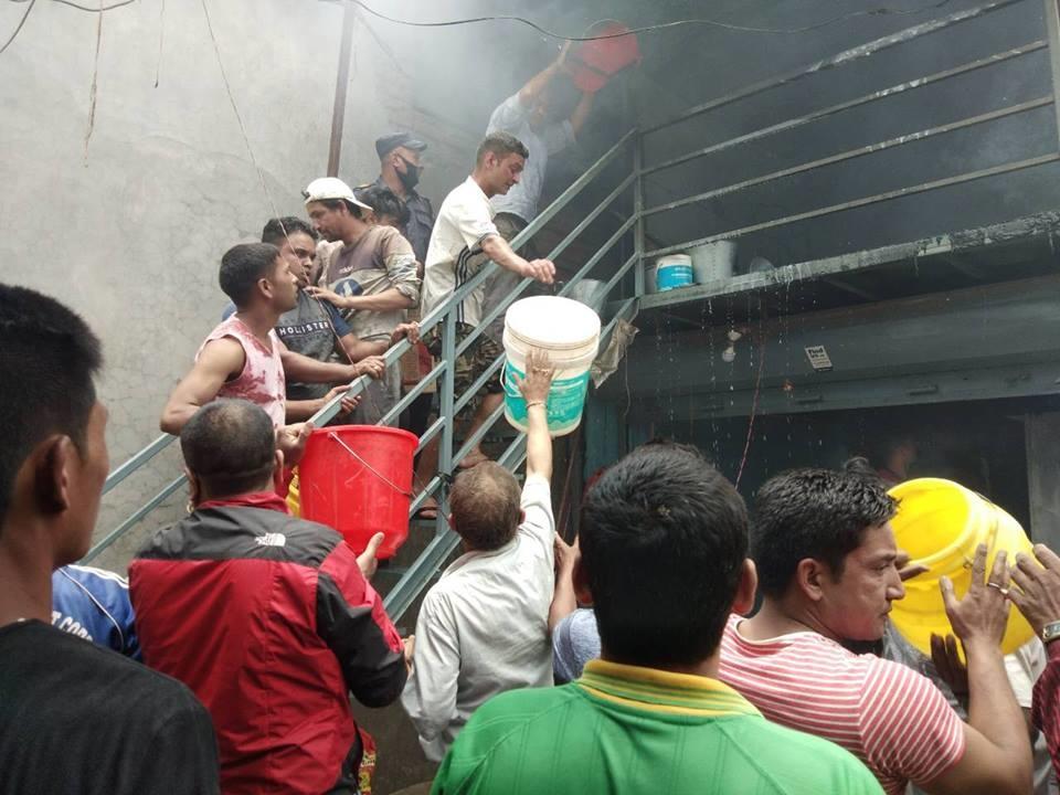 Chandragirinews fire चन्द्रागिरि नगरपालिकामा दमकल नहुदा लाखौं मुल्यकाे सामाग्री जलेर नष्ट । थानकोट ब्रेकिंग न्युज मुख्य राजनीति राष्ट्रिय    chandragiri