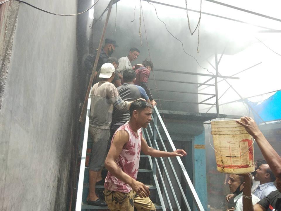 Chandragirinews fire2 चन्द्रागिरि नगरपालिकामा दमकल नहुदा लाखौं मुल्यकाे सामाग्री जलेर नष्ट । थानकोट ब्रेकिंग न्युज मुख्य राजनीति राष्ट्रिय    chandragiri